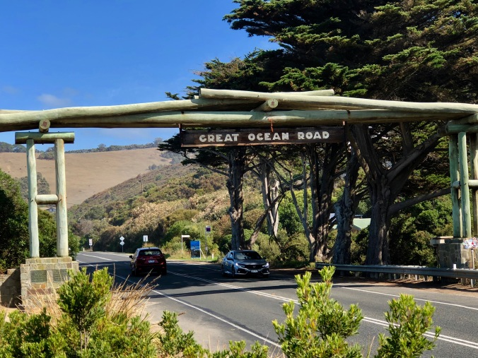 Great ocean road entrance.jpg